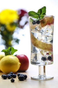 Caorunn Summer Fruits Lifestyle Hi res